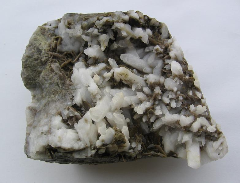 Axinite, Quartz
